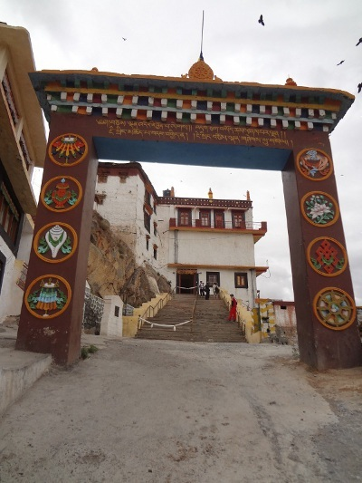 Entrée du monastère de Kye