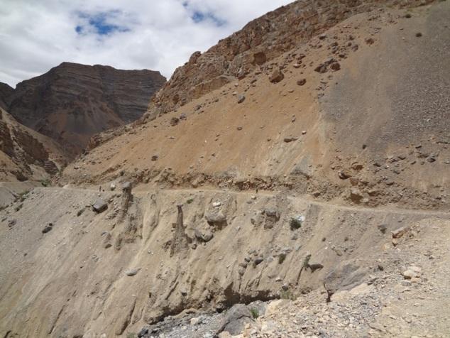 Sentier à flanc de montagne