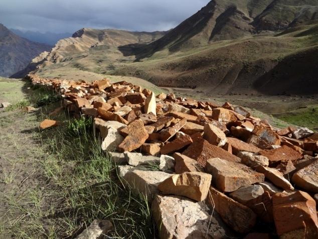 Mur de mani dans la montagne