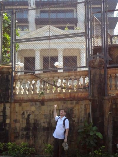 La demeure de Shah Rukh Khan : une villa au premier plan et un petit immeuble ... pour lui tout seul