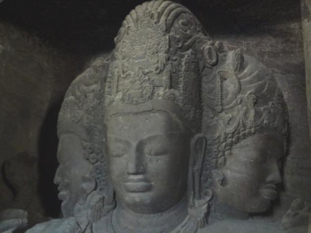 Shivâ aux trois visages : le protecteur, le créateur et le destructeur