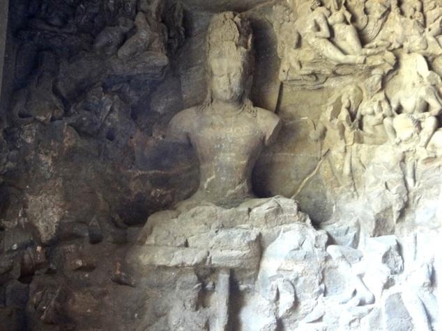 Shivâ grand maître de yogâ, en état d'équilibre sur un axe qui n'est autre qu'un dieu serpent