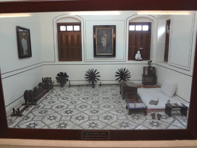 La pièce où Gandhi vivait a été conservée en l'état