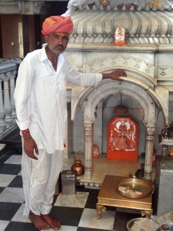 L'autel de la déesse dans le temple de Nehri ji.