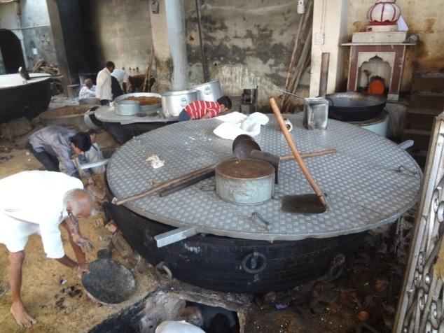 La cuisine du temple où sont confectionnés les offrandes et les mets pour les festins.