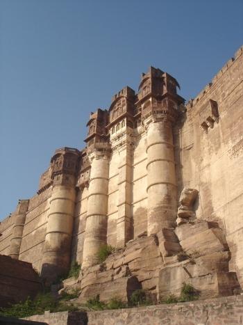 Les bastions ornés de pavillons.