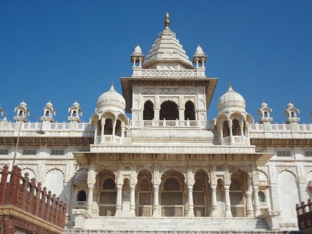 """Le """"Jaswant Thada"""", temple érigé à la mémoire du maharadjah Jaswant Singh II."""