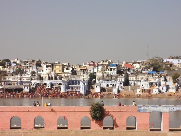 Pushkar et son lac sacré au moment de la grande fête annuelle.
