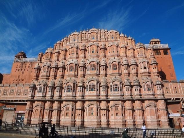 """Monument incontournable de Jaipur : le Palais des Vents ou """"Hâvâ Mâhal""""."""
