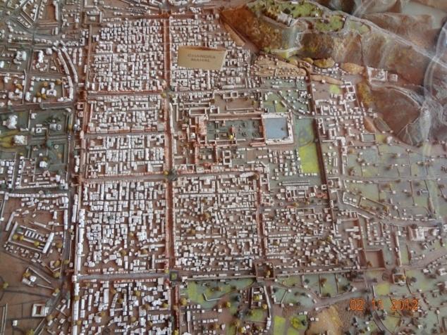 """Maquette de la ville de Jaipur : conçu au XVIII ème siècle, le plan de la ville originelle est divisée en 9 parties. Le """" City Palace """" se trouve au centre."""
