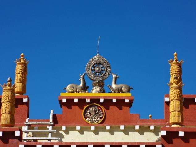 Les superstructures et fioritures du gompâ de Dankar ont l'éclat du neuf suite à une rénovation