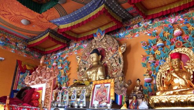 La richesse de la décoration et des objets du culte dans les monastères les plus récents illustrent aussi la vigueur du bouddhisme de nos jours dans la vallée.