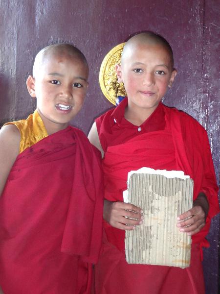Jeunes élèves au monastère de Kungrî