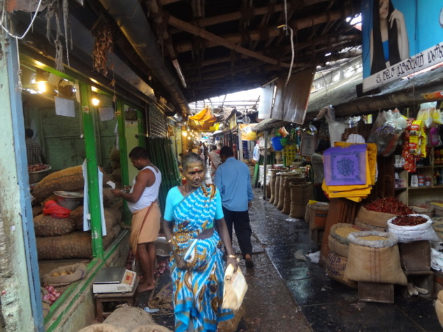 Le marché couvert de Pondichéry au centre de la ville indienne.