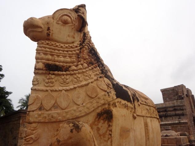 Le Nandî ou monture de Shiva, positionné face au sanctuaire.