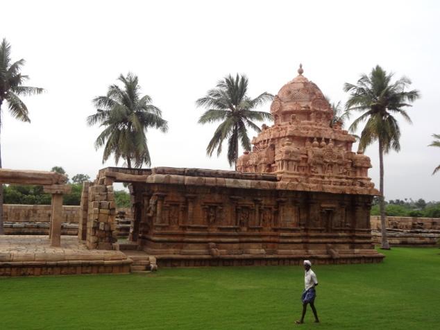 Un petit temple à côté du sanctuaire principal.