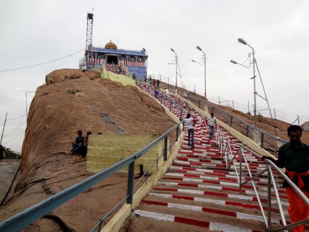 Tiruchirapalli. Un escalier interminable nous conduit jusqu'à un temple de Ganesh.
