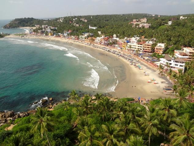 La grande plage de Kovalam où se côtoient tourisme et pêche tradItionnelle.