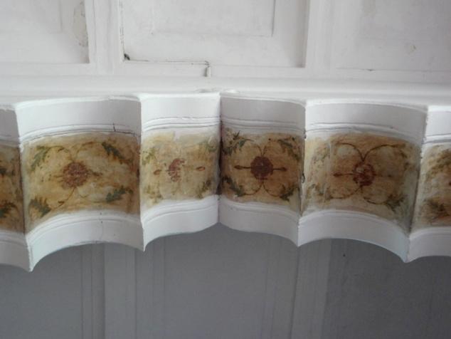 Détails de l'intérieur des arches délicatement peints.