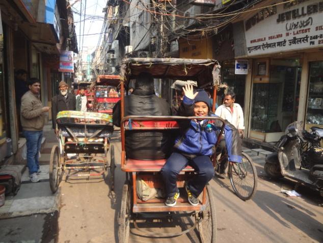 ... un véhicule idéal aussi pour emprunter les ruelles étroites du bazar.