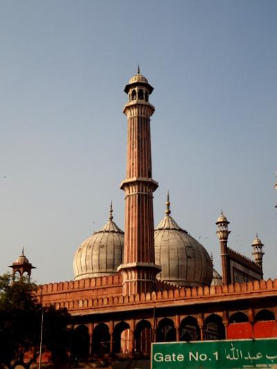 """La """"Jami Masjid"""", la plus grande mosquée de l'Inde, édifiée par l'empereur moghol Shah Jahan au milieu du XVII ème siècle."""