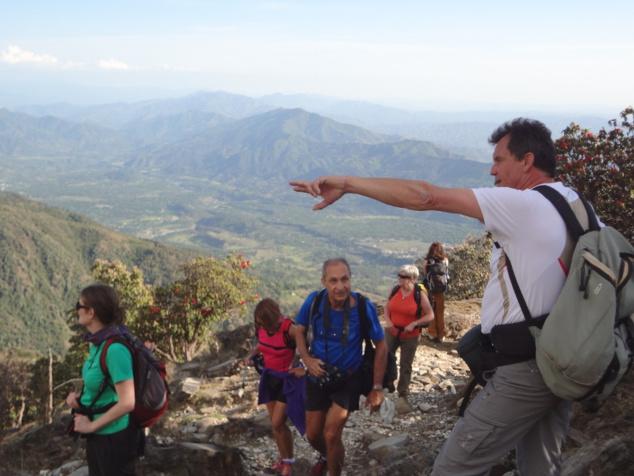 Jean-Louis, un vrai montagnard originaire des Alpes, a toujours quelque chose à nous montrer dans la montagne.