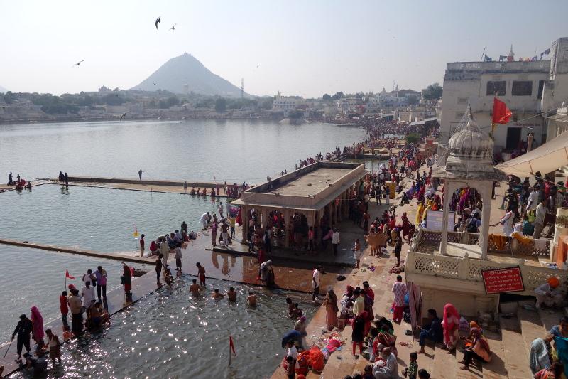 Le bain dans le lac sacré de Pushkar