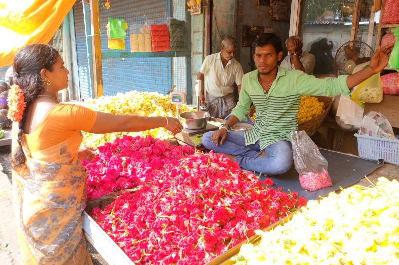 Sur les étals, toutes les couleurs et la culture de l'Inde