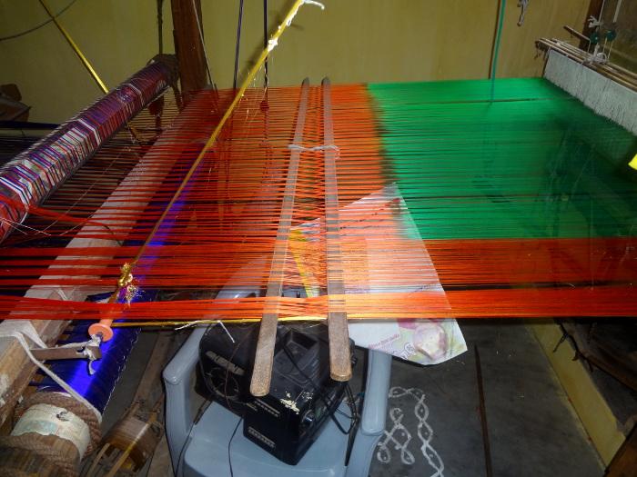 Un sari en cours de fabrication.