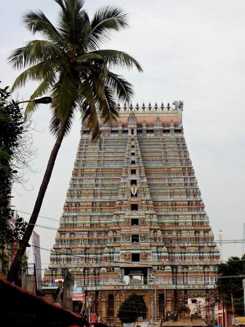 Temple de Srirangam dédié à Vishnu. L'un des plus grands temples du sud de l'Inde qui compte pas moins de 21 gopuram. L'édifice a été fondé au X ème siècle mais des ajouts ont été effectués jusqu'au XX ème siècle.