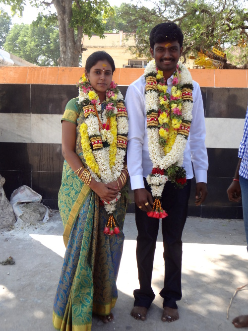 Jeunes mariés dans le temple.
