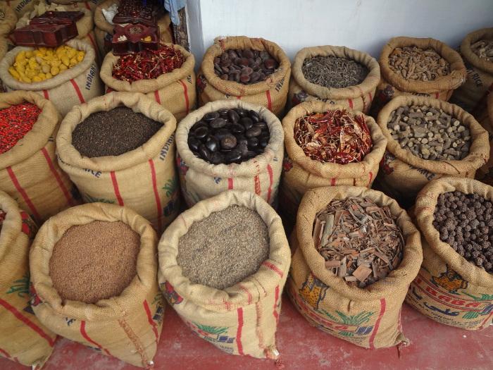 A Cochin nous faisons les boutiques pour acheter des épices.