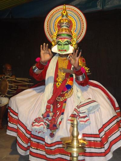 Après plus de 2 heures de maquillage, les acteurs sont fin prêts. Ici Indra, le roi des dieux.