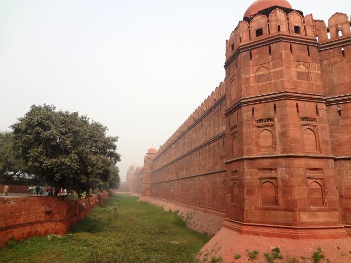 Les remparts du Fort Rouge (Lâl Quilâ) de Delhi, édifié par le cinquième Grand Moghol, Shâh Jâhan,