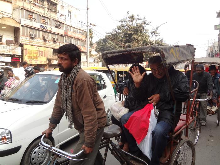"""A deux pas du Fort Rouge, le quartier commerçant de Chandnî Chowk, où il vaut mieux se déplacer en """"cycle rickshaw"""" pour mieux se faufiler dans la circulation ..."""