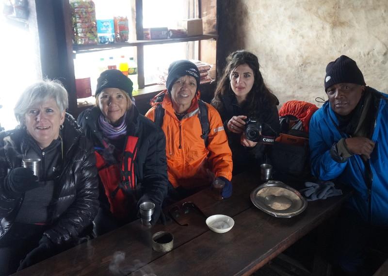 Après le froid, après l'effort, le réconfort autour d'une tasse de thé brûlante